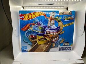 Hot Wheels Color Shifters Sharkport Showdown Play Set - BGK04