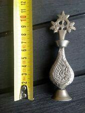 Curieux ancien flacon huile encens en fer decor de croix