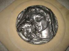 Madonna mit Kind auf Samtkissen Zinn Relief Zinnrelief Wandbild 28x28x4 cm beige