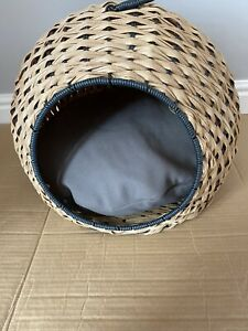 Cat Bed, New, Free Postage.