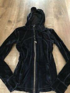 Lululemon Velvet Define Jacket size 8 Black/Gold