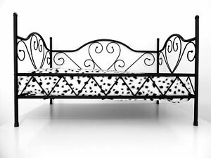 METAL FRAME LUXURY DOG BED BLACK AND WHITE STRIPE COVER