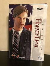 Hot Toys MMS81 The Dark Knight Harvey Dent/Two Face 1/6 Figure