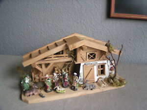 Komplett-Set Krippe + 11 Figuren, Weihnachtskrippe, Krippenfiguren, Holzhaus