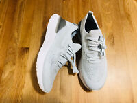 Nike Epic React Flyknit 2 pure platinum athletic shoes BQ8927-004 NWOB size 8