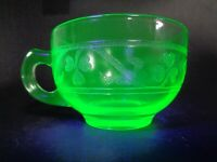 VINTAGE 1930s HAZEL ATLAS GREEN VASELINE DEPRESSION GLASS TEA CUP 3 LEAF CLOVER