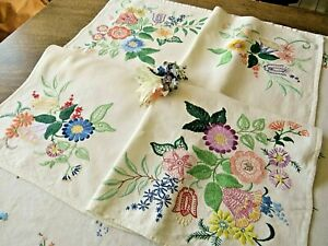 VINTAGE HAND EMBROIDERED TABLECLOTH/ STUNNING RAISED FLORAL BOUQUETS