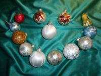 ~ 13 alte Christbaumkugeln Glas Eislack silber blau gold Weihnachtskugeln CBS ~