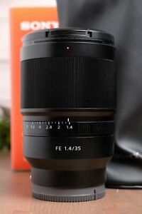 Sony Zeiss Distagon T* FE 35mm F1.4 ZA  Camera Lens (SEL35F14Z) with Bag & Box