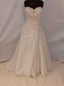 Ivory Taffeta Wedding Dress From Benjamin Roberts size 10