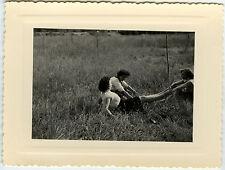 PHOTO ANCIENNE - FEMME SPORT JAMBES DRÔLE GAY - WOMAN LEGS FUN -Vintage Snapshot