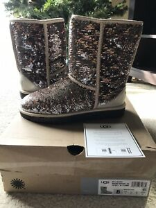 New In Box UGG CLASSIC SHORT SPARKLES SEQUIN Boots CHAMPAGNE Color Women's Sz 8