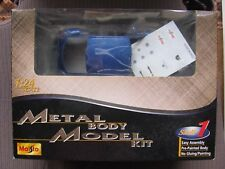 VW VOLKSWAGEN BEETLE Blue 1:24 MAISTO Metal Body Model Kit OVP & NEW!