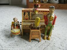 VINTAGE 1945 UNIQUE LIL ABNER AND HIS DOG PATCH BAND TIN WIND UP TOY WORKING