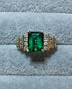 14K Solid Yellow Gold 2CT Emerald and Diamond Ring 4.7 Grams Size 6