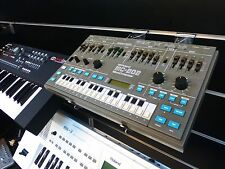 ROLAND MC-202 MICROCOMPOSER VINTAGE ANALOG SYNTHESIZER SEQUENCER DESKTOP BASS