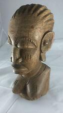 Wooden sculpture woman. Sculpture femme en bois