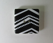 SQUARE BLACK AND WHITE STRIPE Button, 2 holes, 25mm