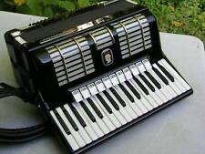 schönes schwarzes Akkordeon Weltmeister Diana mit 96 Bässen