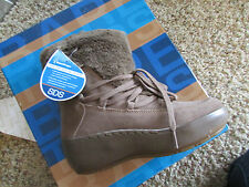 NEW BARETRAPS STAY DRY FLURRY LEATHER BOOTS WOMENS 8.5  SUEDE FREE SHIP