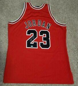 MICHAEL JORDAN SIGNED CHICAGO BULLS NBA FINALS JERSEY UDA 1997-98 Red