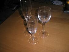 3 Gläser mit Stil Sekt, Rotwein,