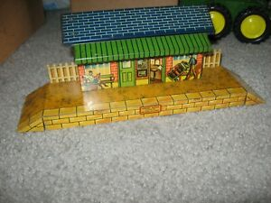 HORNBY TIN TRAIN STATION platform 1950's  made in England #2852