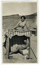Photo snapshot - Thora Malmström à la mer 1930 - cabine de plage  - Swimsuit
