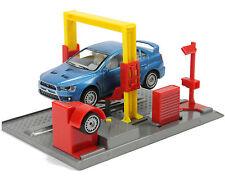 Autowerkstatt Garage mit Hebebühne Modellauto Mitsubishi Lancer Kfz Werkstatt