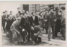 Scontri Trieste tra manifestanti e polizia inglese1953 vera fotografia 13,5x8,5