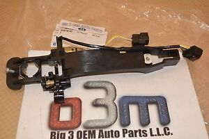 Cadillac CTS Right Front Outside Door Handle BRACKET HOUSING KIT new OEM