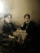 ANTIQUE TINTYPE PHOTO OF MOTHER/DAUGHTER, SISTERS, HOLDING HANDS, FR/SH