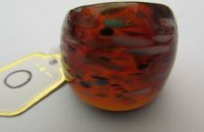 AN  AMBER MURANO STYLE GLASS RING WITH COLOURED SPLASHES. UK.O...US..7.