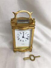 Carro Reloj de cristal de latón antiguo de cuatro