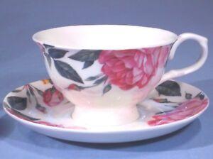 ❀ڿڰۣ❀ NEWBRIDGE SILVERWARE HOME Porcelain CHRISTMAS ROSE Breakfast CUP & SAUCER
