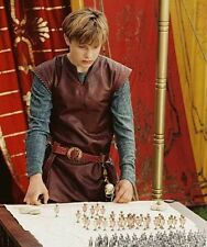 William Moseley UNSIGNED photo - D1999 - The Chronicles of Narnia