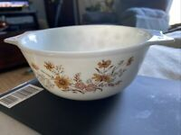"""Vtfe Pyrex Casserole Baking Dish. England Flowered 6-1/2"""" Across 3"""" Height"""