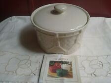 Longaberger Ivory Drummer 44 ounce Crock with Top Excellent