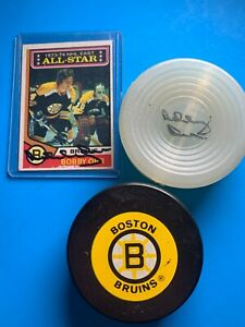 Bobby Orr Signed Puck and Card W/ Bruins Official Puck *K013