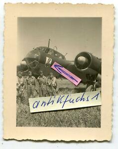 Foto : Dornier Do 17 Kampf-Flugzeug mit Staffelabzeichen des 9./ K.G.76 (a) 2.WK