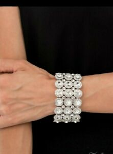 NWT - Paparazzi - Celebratory Sparkle 2021 Zi Collection Bracelet