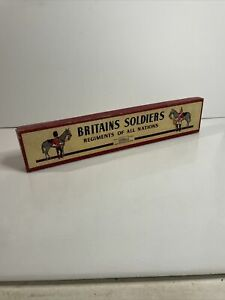 BRITAINS SOLDIERS REGIMENTS of ALL NATIONS, 5 MOUNTED ON HORSES, RED TUNICS