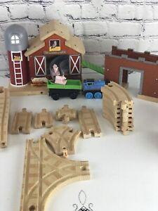 Thomas Wooden Railway - Farmhouse Pig Parade Set