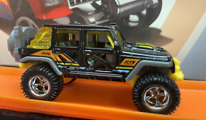 Hot Wheels CUSTOM '17 Jeep Wrangler Multi Pack Exclusive with Real Riders