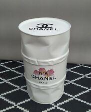 """Tonneau Baril Fût de Décoration  Cabossé Blanc """"Chanel Fleurs N 5"""" 200l"""