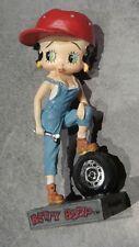 Figurine en résine Betty Boop garagiste dans sa boîte plastique