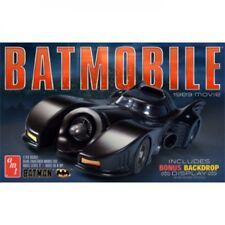 Skill 2 Model Kit Batmobile Batman 1989 Movie W/backdrop Display 1/25 AMT Amt935