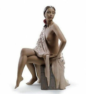 LLADRO Porcelain Gres Finish : NUDE WITH SHAWL (01012536) IN STOCK