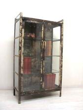 Vitrine im angesagten Fabrik-Style, Arztvitrine im Industrie-Design Loft Möbel