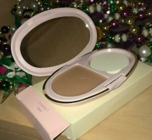 Mary Kay DELICATE BEIGE Day Radiance Cream Foundation in NEW COMPACT with sponge